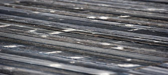 Jak samodzielnie wykonać podłogę z desek – instrukcja i porady