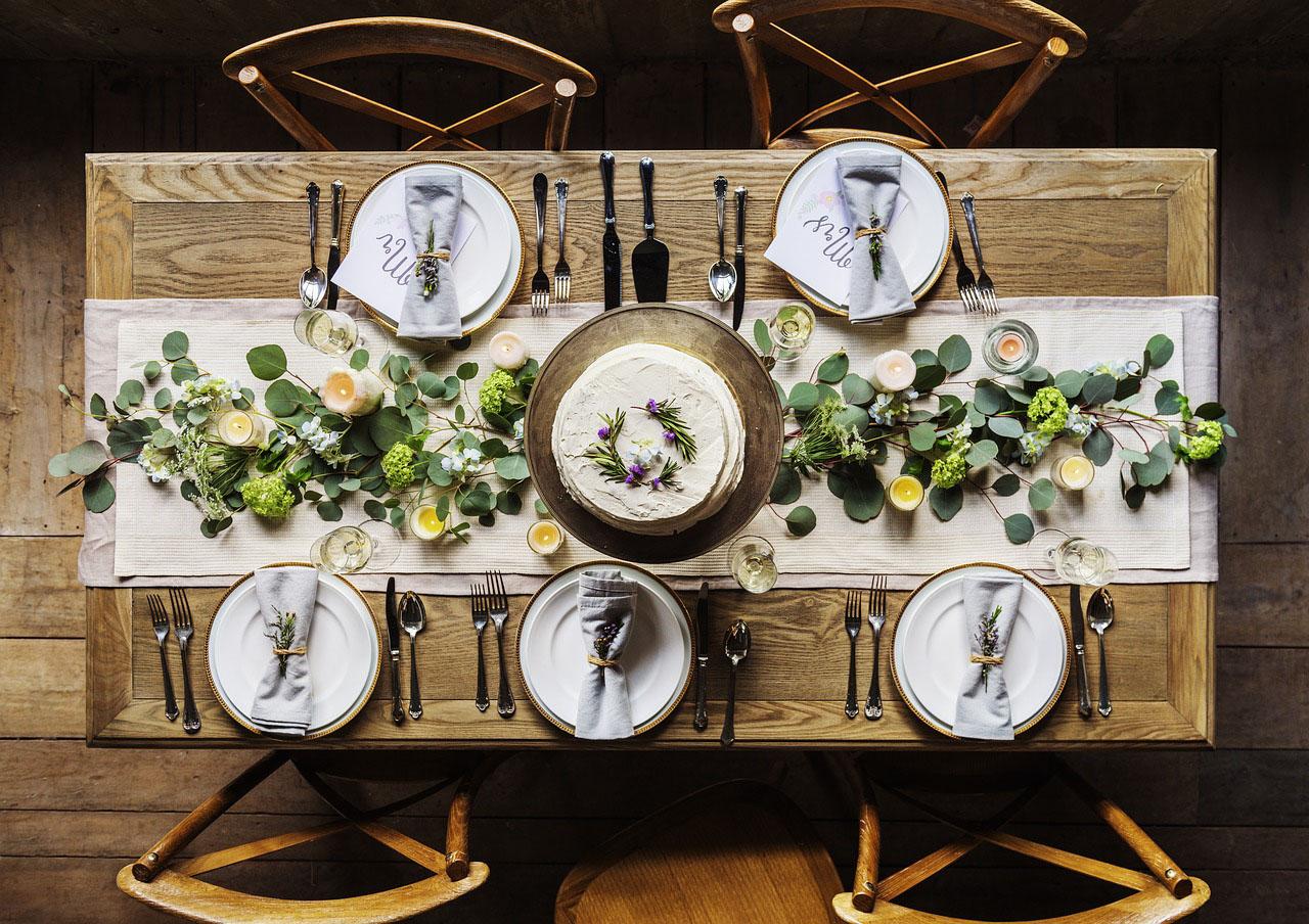 Jaki stół do kuchni wybrać? Jak ustawić stół kuchenny?