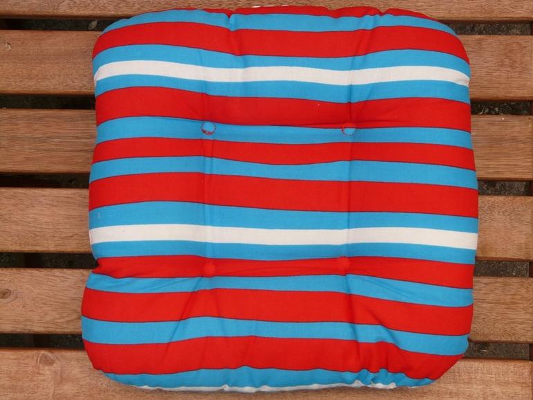Poduszki ogrodowe – praktyczne i estetyczne