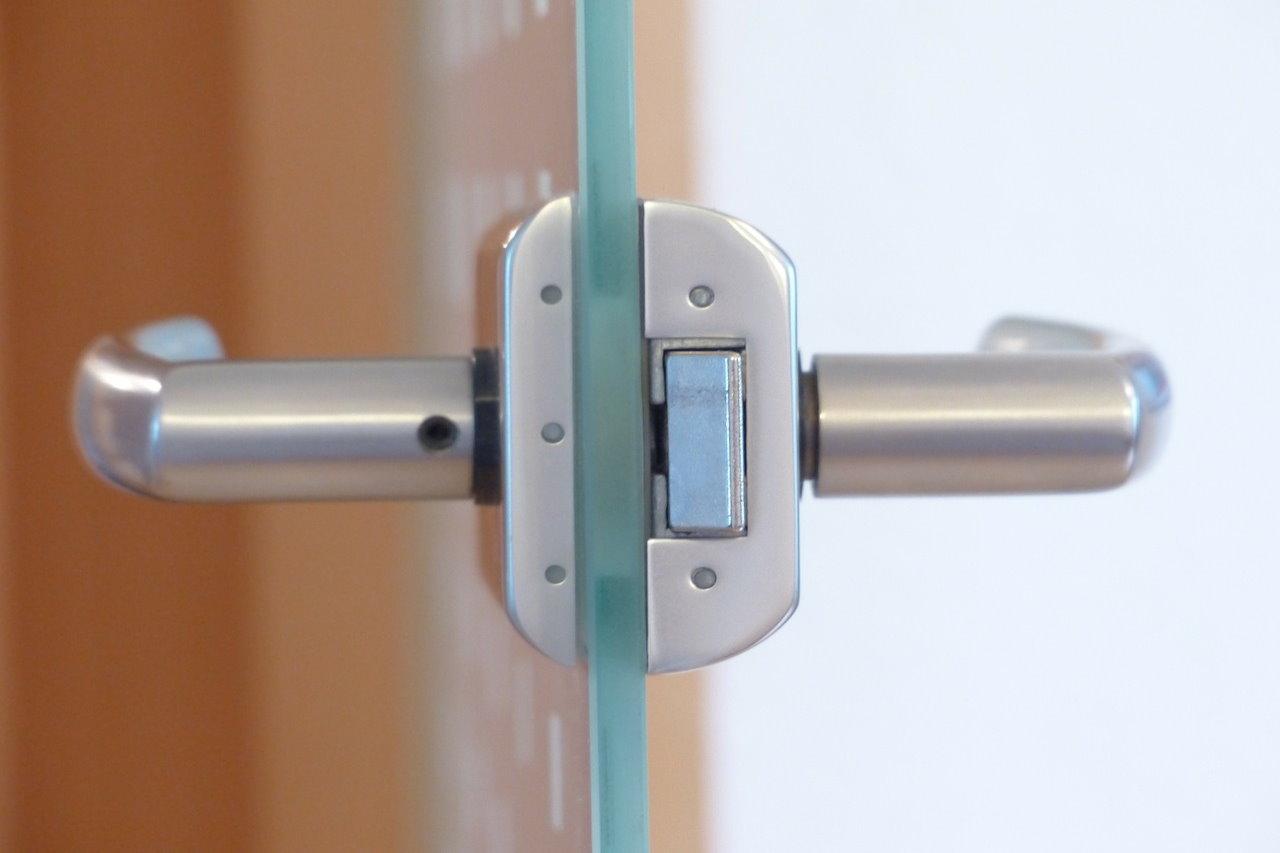Jak wybrać klamkę do drzwi zewnętrznych?