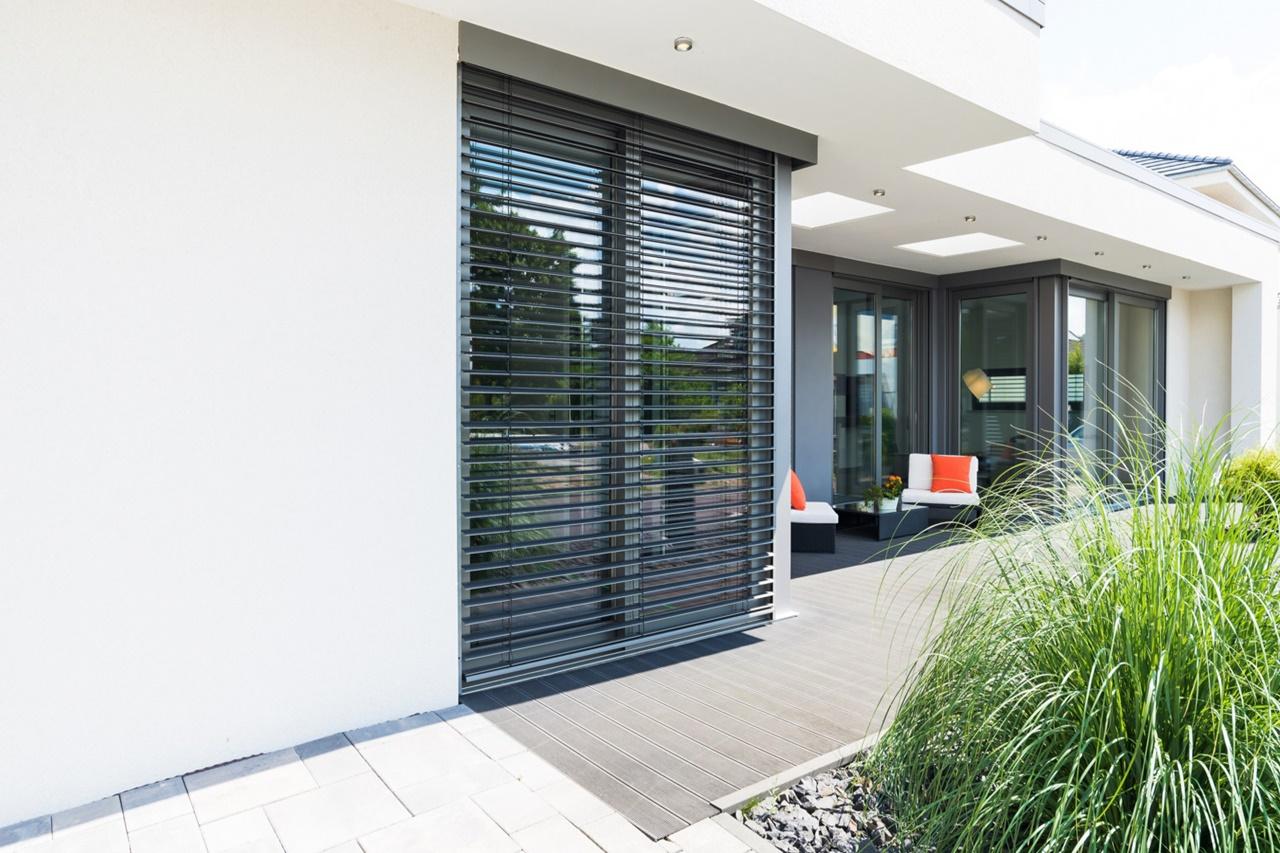 Żaluzje fasadowe – czy warto je zamontować? Zalety i funkcje